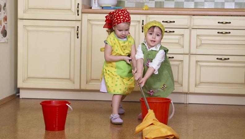 Родители в Британии платят детям за помощь по дому