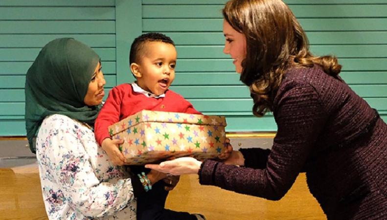 Кейт Миддлтон, последние новости: герцогиня на рождественской вечеринке вручила подарки детям