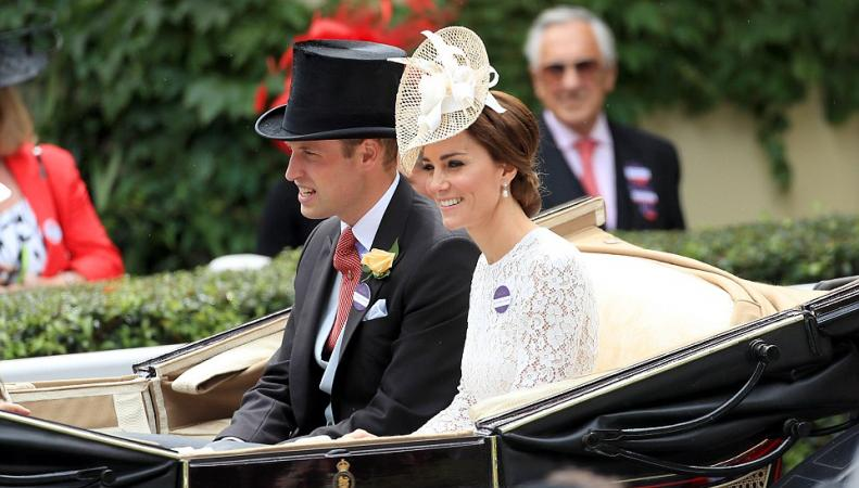 Герцогиня Кейт впервые посетила скачки в Аскоте фото:dailymail.co.uk