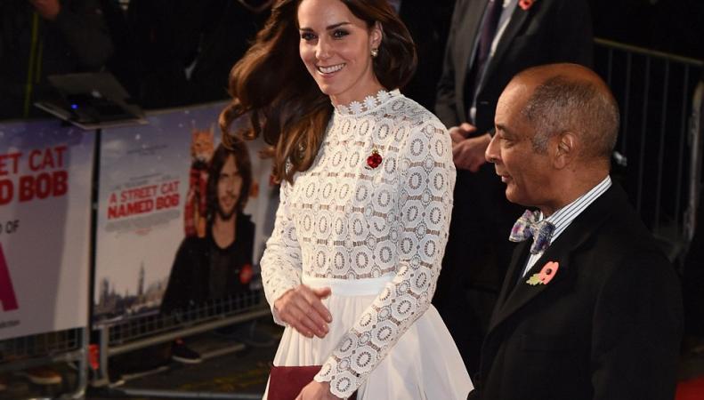 Герцогиня Кейт посетила премьеру фильма про рыжего кота фото:dailymail.co.uk