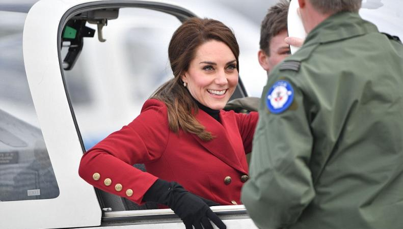 Герцогиня Кейт навестила подшефных аэрокадетов на базе RAF Wittering фото:dailymail.co.uk