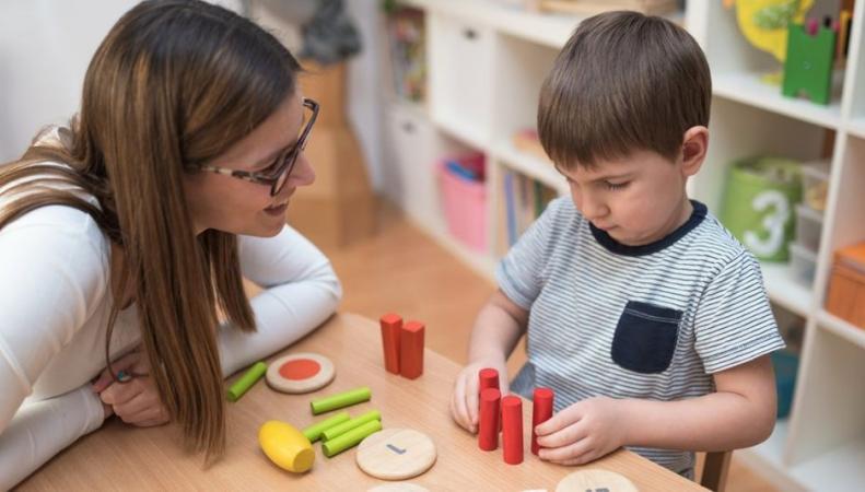 Управы не смогут выполнить обещание Кэмерона об увеличении бесплатных часов в детсадах фото:bbc.com