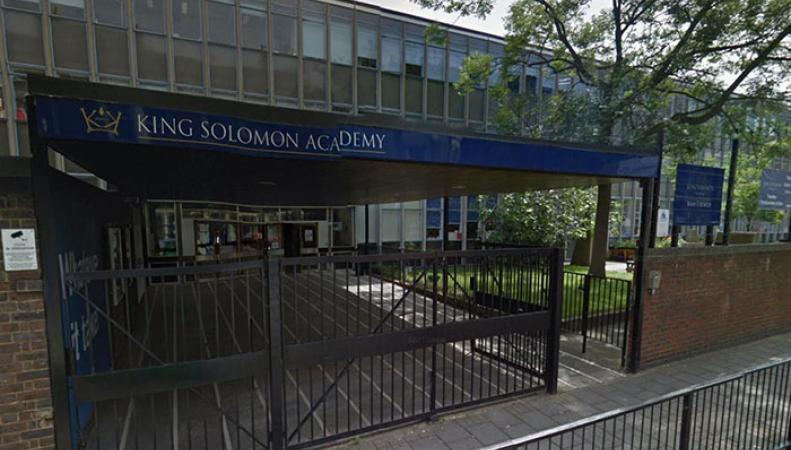 Одна из самых престижных лондонских школ начала борьбу за повышение успеваемости