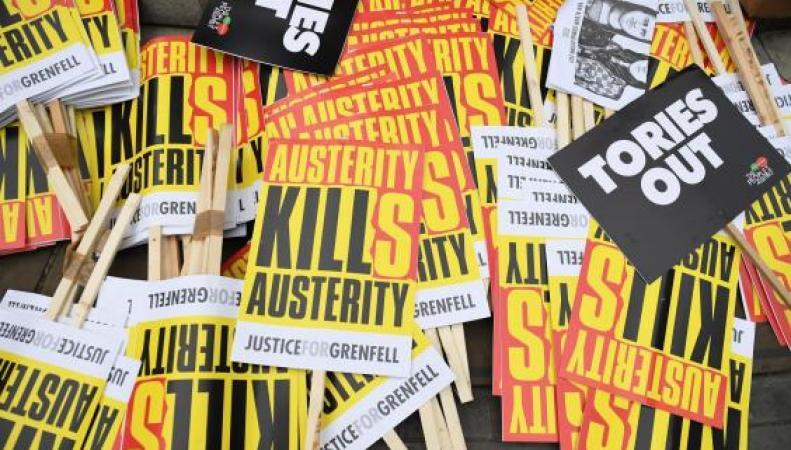«Ни дня больше»: По центру Лондона прошел марш против правительства Терезы Мэй