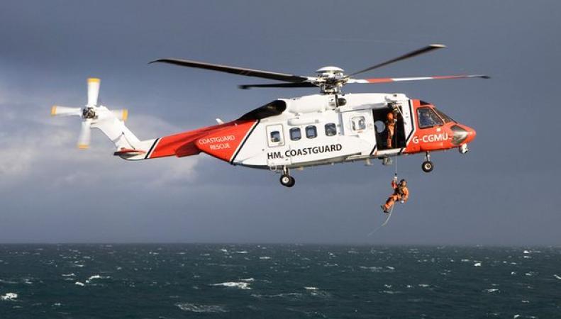 В проливе Ла-Манш с тонущей лодки сняли восемнадцать мигрантов фото:theguardian.com