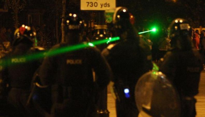 Полиция Великобритании получит право арестовывать владельцев мощных лазерных указок фото:mirror.co.uk