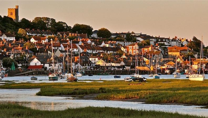 Названы самые счастливые города для жизни в Великобритании фото:dailymail.co.uk