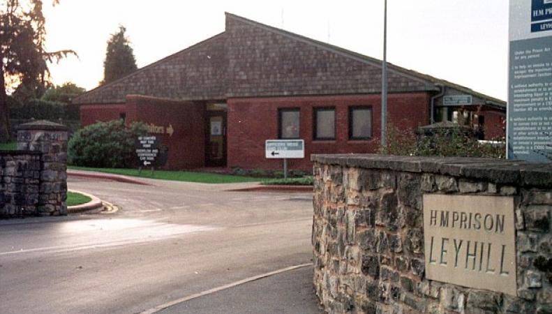 Из тюрьмы Глостершира сбежали трое опасных преступников фото:dailymail.co.uk