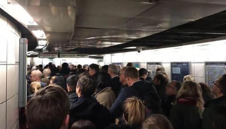 Эвакуация на станции Bank: Полиция искала мужчину с ножом фото:standard.co.uk