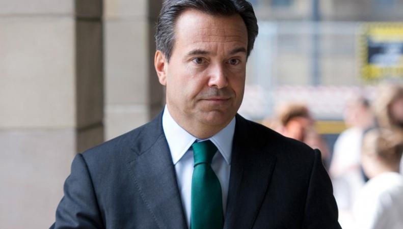 Боссу крупнейшего английского банка пришлось извиняться за измену жене на всю страну фото:independent.co.uk