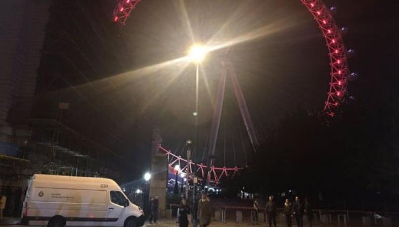 Колесо London Eye застряло на месте на три часа фото:bbc.com