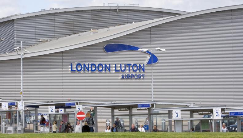Технический персонал аэропорта Лутон анонсировал забастовку в конце мая