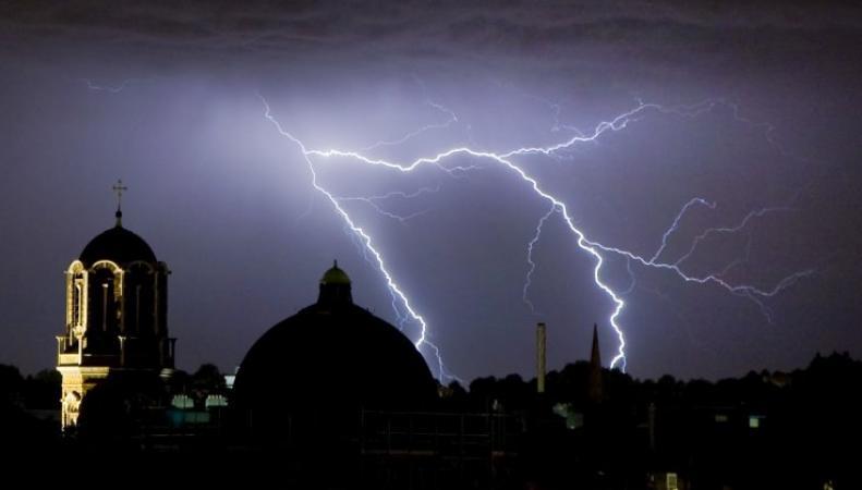 Прогноз погоды: Гроза и сильный дождь в Лондоне фото:ibtimes.co.uk