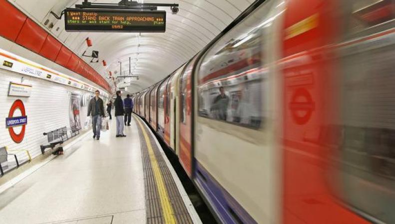 О проблемах в лондонском метро и на железной дороге мэрия будет сообщать через Twitter фото:itpro.co.uk