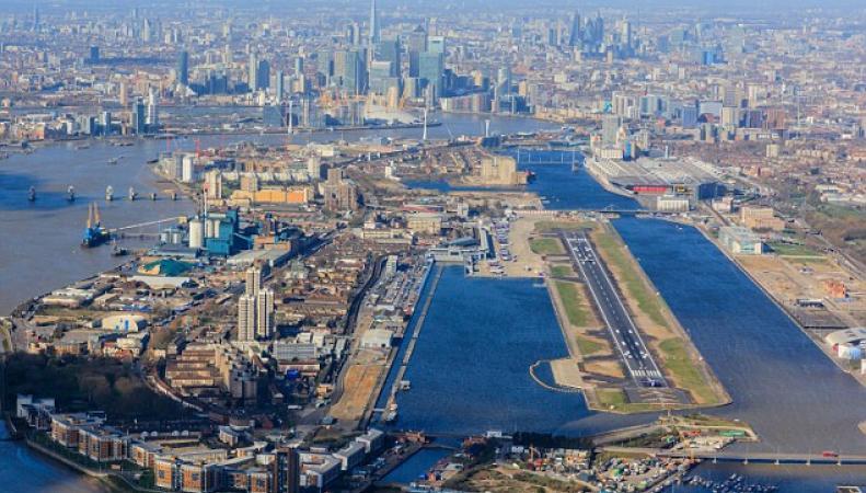 Аэропорт Лондон-Сити закрыт из-за неразорвавшейся бомбы