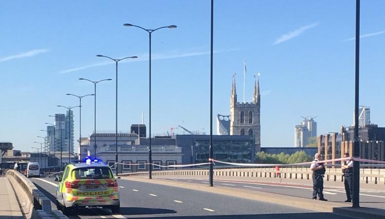 Мост London Bridge перекрыт из-за самоубийцы на угнанном автомобиле