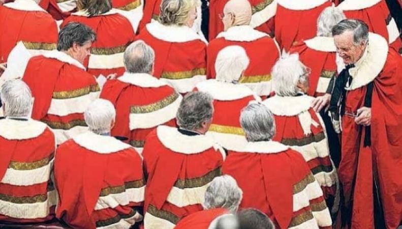 Тереза Мэй потерпела двойное поражение в Палате лордов по вопросу о поправках в Билль о Брекзите  фото:telegraph.co.uk