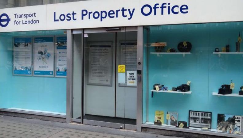 Департамент транспорта мэрии Лондона зарабатывает сотни тысяч фунтов на забытых вещах фото:gizmodo
