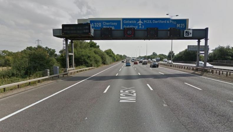 Нелегалы позвонили в полицию Суррея с просьбой спасти их из рефрижератора фото:thesun.co.uk