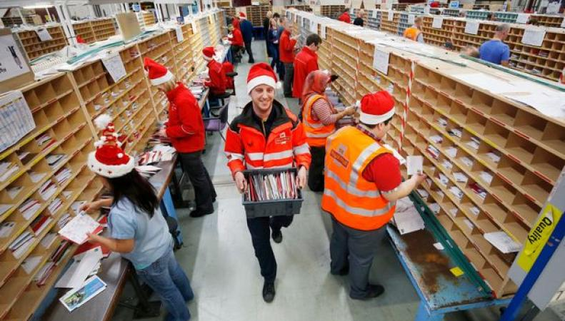 Royal Mail назвала крайние сроки отправки рождественских открыток и посылок