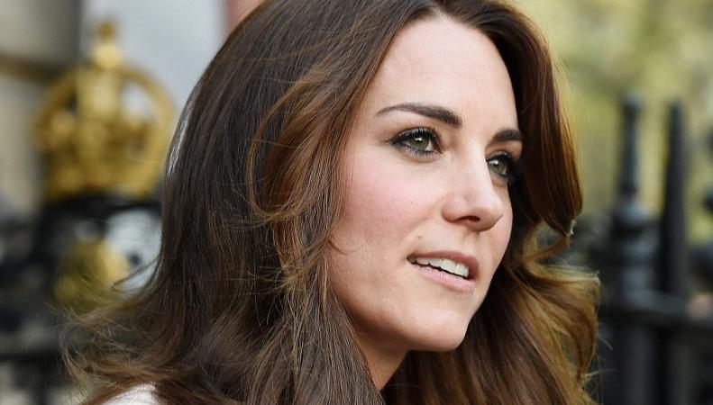 Кейт  Миддлтон сегодня: Герцогиня посетила выставку Vogue 100 A Century of Style фото:dailymail.co.uk