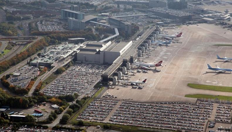 Терминал Манчестерского аэропорта эвакуирован из-за угрозы теракта фото:ailymail.co.uk