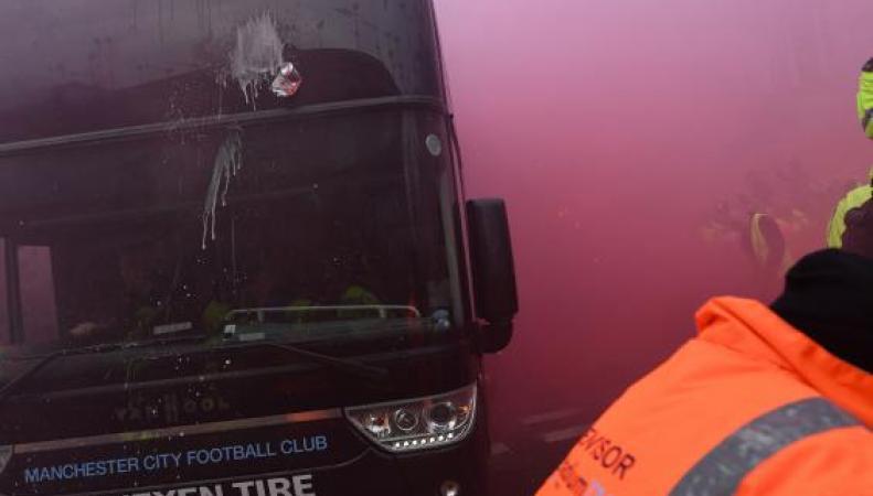 Ливерпульские фанаты уничтожили автобус команды Manchester City