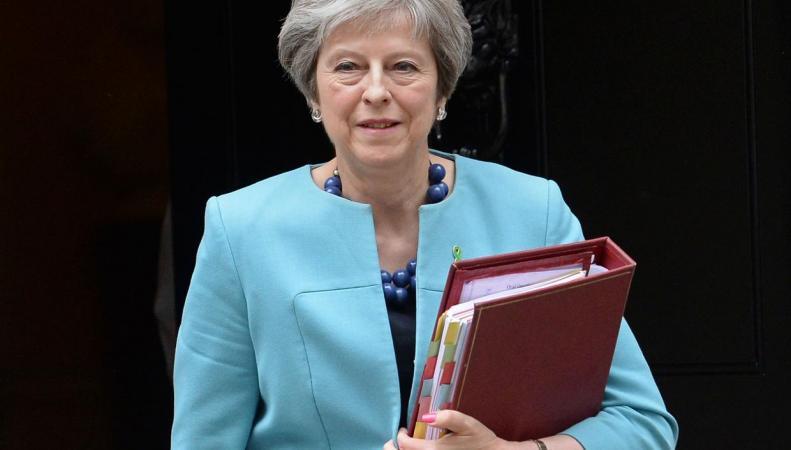 Тереза Мэй нечестным путем борется за власть над Палатой лордов