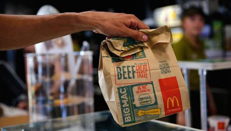 McDonald's отказался продавать гамбургер британке, которая хотела накормить бездомного