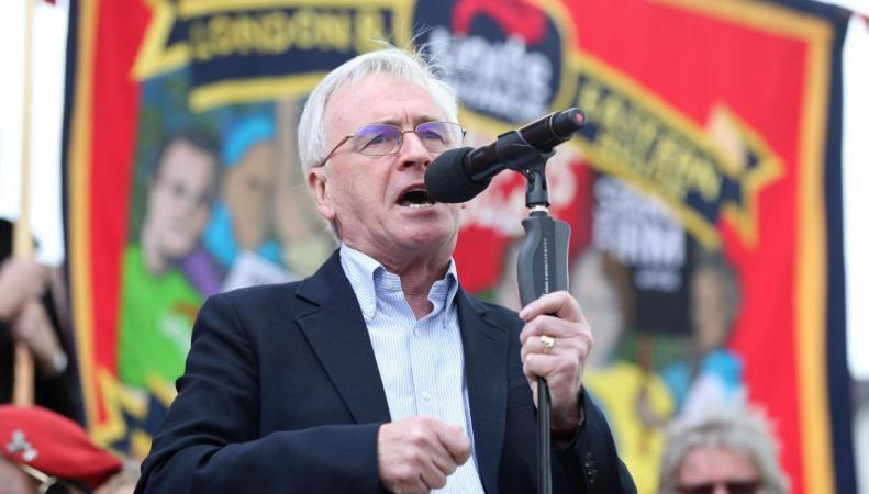 Второй министр теневого правительства призвал профсоюзы на массовый марш протеста