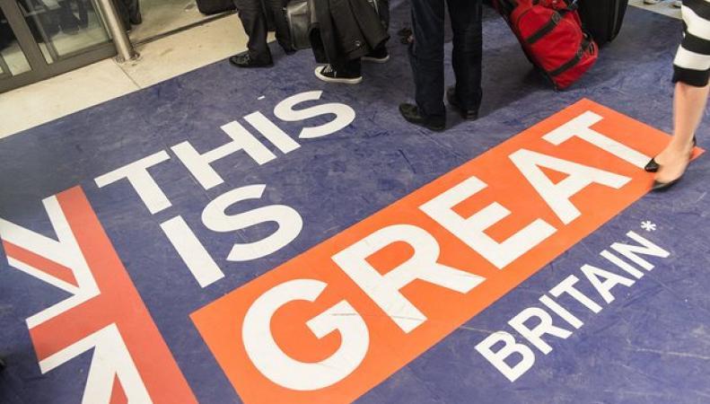 Великобритания рассчитывает добиться моратория на въезд мигрантов из ЕС фото:theguardian.com