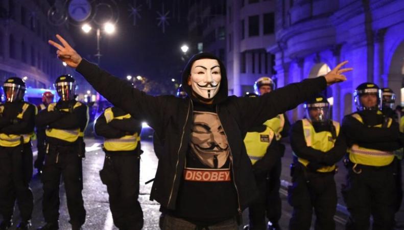 Марш миллиона масок закончился десятками арестов фото:bbc.com