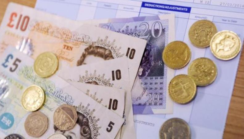Ставка минимальной зарплаты для молодежи в Великобритании увеличена с первого октября фото:bt.com