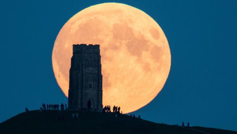 Вначале рабочей недели можно будет увидеть наибольшую за70 лет Луну