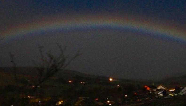 В небе графства Камбрия замечена лунная радуга