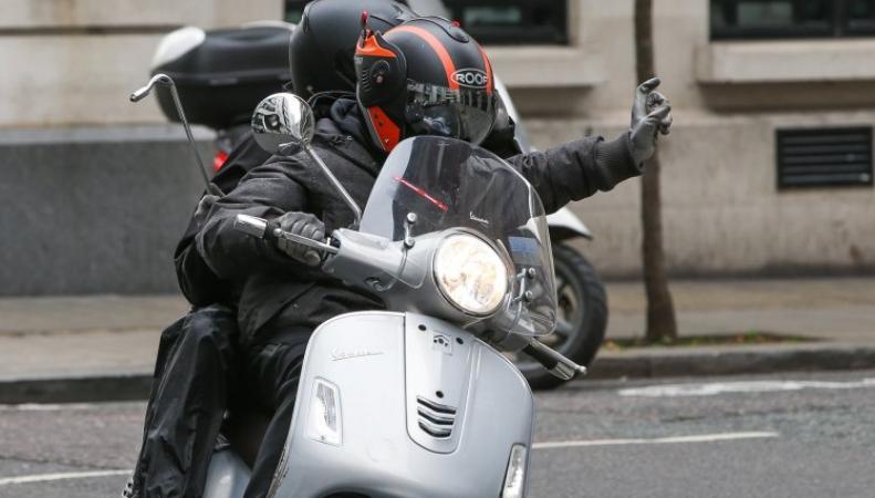 Житель Лондона предложил использовать Twitter для преследования бандитов на мопедах фото:metro.co.uk