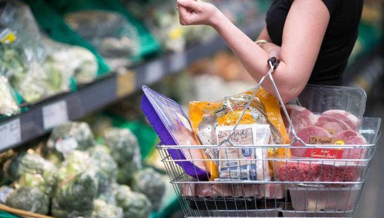 Сеть Morrisons снизит цены на ряд товарных групп до 12% фото:theguardian.com