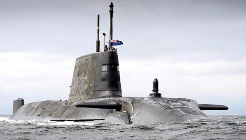 Атомная подлодка ВМС Великобритании впервые за много лет всплыла во льдах Арктики