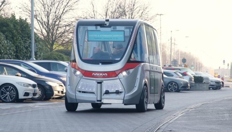 Беспилотный электрический автобус дебютировал на маршруте в Хитроу фото:ibtimes