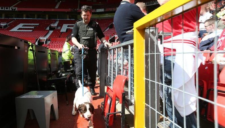 Финал Премьер-Лиги на стадионе Old Trafford отменен из-за угрозы теракта фото:theguardian.com