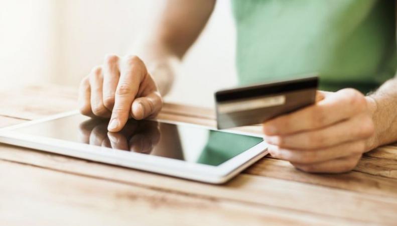 Британцы признаны главными шопоголиками в интернете фото:bbc