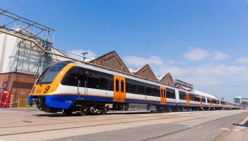 Мэрия Лондона показала новый поезд London Overground