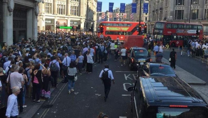 Пассажиры лондонского метро не смогли уехать с Oxford Circus в вечерний час-пик