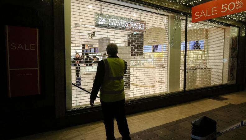 Сообщение о выстрелах спровоцировало панику на Оксфорд-стрит