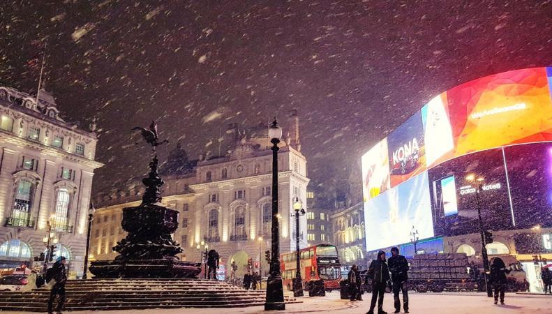 Снегопад в Лондоне сорвал работу четырех линий метрополитена