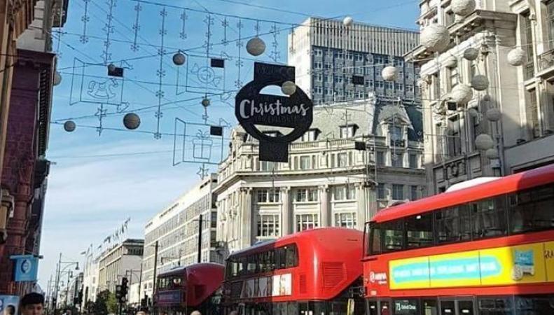 Лондонцы отреагировали на «досрочное Рождество» на Оксфорд-стрит фото:standard.co.uk