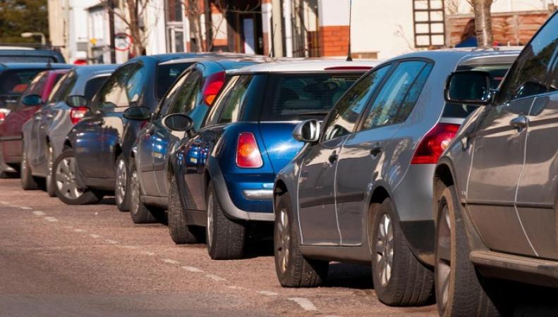 Эксперты объяснилипочему британцам не хватает мест для парковки