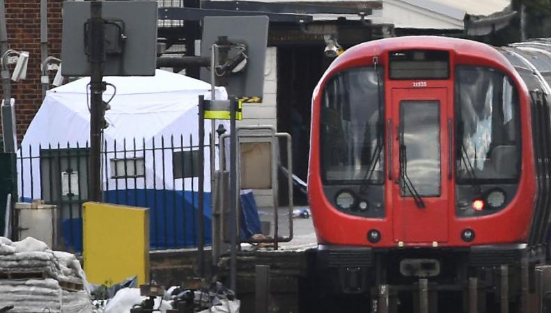 Полиция продолжает разработку подозреваемых по делу о теракте в лондонском метро фото:standard.co.uk