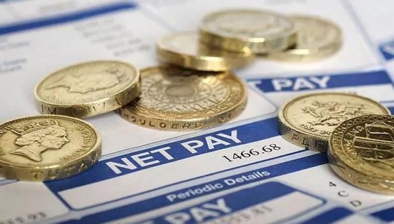Британские госслужащие не увидят повышения зарплаты в текущем финансовом году