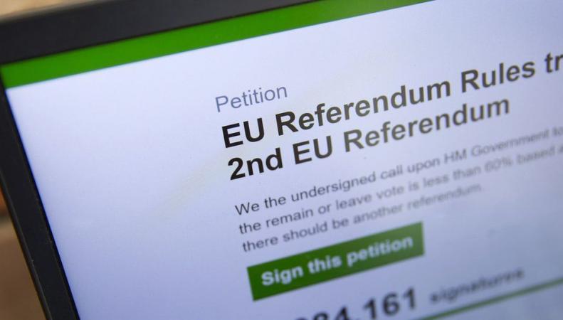 Британское правительство дало официальный ответ на требование провести новый референдум фото:bbc.com